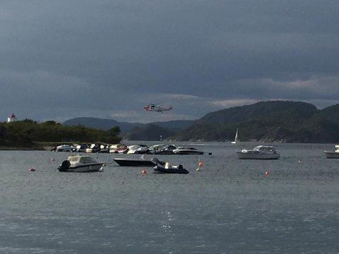 STOR AKSJON: Sea King-helikopteret har ankommet Helgeroa