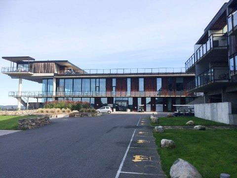 DYR TUR: Den 52 år gamle finansdirektøren ble tatt for fyllekjøring med golfbil på anlegget ved Kragerø Resort på Stabbestad. Foruten om den store boten, må han returnere til Norge igjen for å sone 14 dager i fengsel.