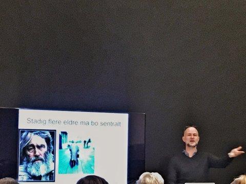 FOREDRAG: Erling Dokk Holm holdt foredrag på Kunsthall Grenland onsdag kveld.