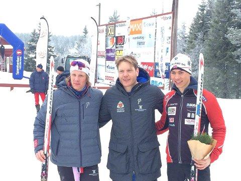 Fra venstre: Even Kristoffersen, skitreneren Tord Bakke Arvesen og Henrik Dønnestad. FOTO: PRIVAT