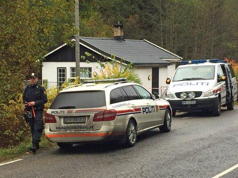 Det var til dette huset politiet måtte rykke ut, sent mandag kveld 19. oktober i fjor. Da de kom fram ble en 60 år gammel mann funnet død, med flere andre personer til stede.