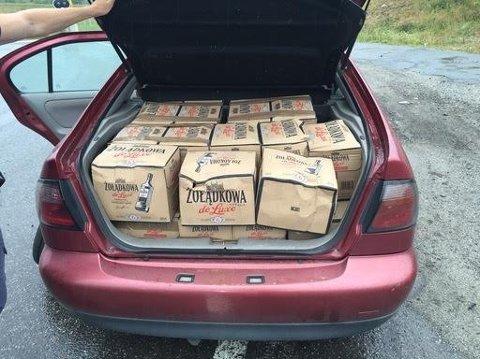 Dette fant politiet i bagasjerommet på den polske smuglerens bil. Foto: Politiet