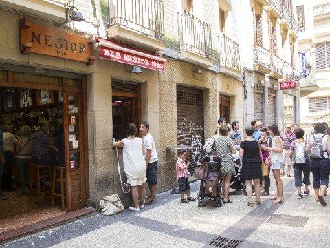 Bar Nestor er en av mange pintxos-barer i San Sebastian. FOTO: Annika Goldhammer/TT