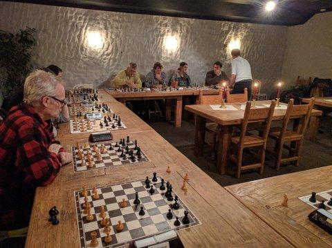 MÅ UTVIDE: Etter en stor og økende medlemsvekst trenger Porsgrunn sjakklubb nå større lokaler. Her fra juleavslutingen på Rio Pizza.
