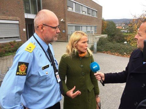 ETTER MØTET MED POLITIET: Fungerende politimester i Sør-Øst politidistrikt, Steinar Kaasa, møtte ordfører Hedda Foss Five tirsdag ettermiddag. En reporter var også på plass. Møtet fant sted i politiehuset i Skien.