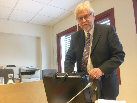FORSVARER: Advokat Borgar Veiding forsvarte den 25 år gamle direktøren, som slipper å sone i fengsel, forutsatt at han holder seg på riktig side av loven de to neste åra.