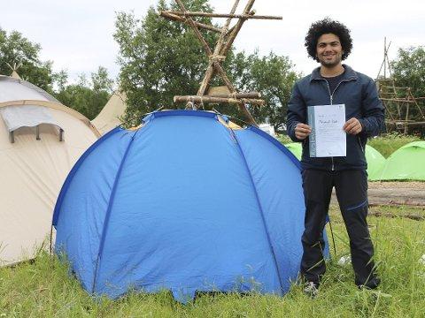 LEIR: -For ett år siden gikk jeg opp Gaustatoppen, og der oppe så jeg en masse telt. Da forsto jeg at det er en ting som mange nordmenn gjør, de går på tur i fjellet og de sover i telt. Da bestemte jeg meg for at en dag så skal jeg gå dit opp igjen, og sove i telt der. Det ble en drøm for meg, forteller Mohammad.