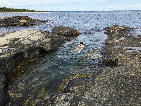 SJØBAD: Pasienter i risikogrupper bes unngå å bade langs kysten Telemarkskysten, Oslofjorden og på Sørlandet. Foto: Erik Johansen / NTB scanpix