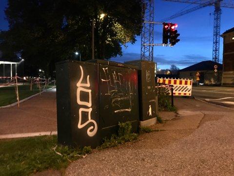 FLERE STEDER: Porsgrunnsmannen tagget i også i krysset mellom Sverresgate og Jernbanegata i Porsgrunn, natt til onsdag.