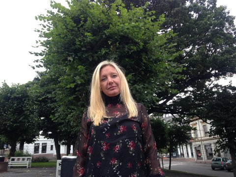 RO NED: Trine Almenning og andre politikere har sagt ja til containerboliger flere steder i byen. Det har skapt protester. Hun ber om sindighet.