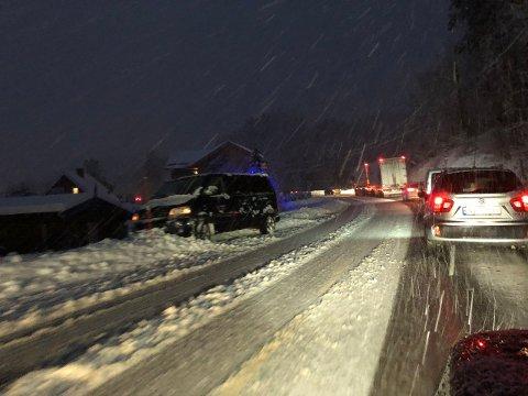 MÅTTE SETTE KRISESTAB: På grunn av det kraftige snøfallet tirsdag, opprettet Skien kommune en egen krisestab. Tirsdag kveld opplyser ordføreren at krisestaben er avviklet.