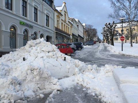 STORE MENGDER: Siden det første store snøfallet i januar har været gitt brøytemannskapene nok å jobbe med.