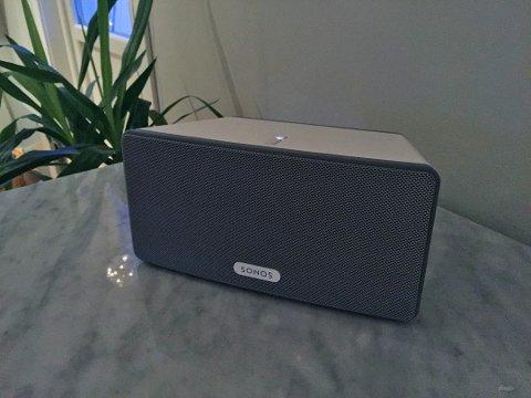 POPULÆR HØYTTALER: Denne Sonos-høyttaleren kan være eksponert for hacking. Foto: Øyvind Skavhellen