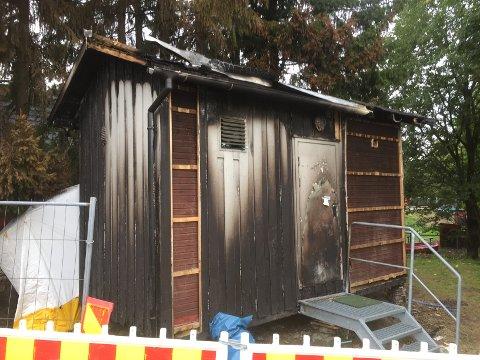 PÅSATT: Her er telekiosken som brant for noen uker siden. Brannen var mest sannsynlig påsatt.