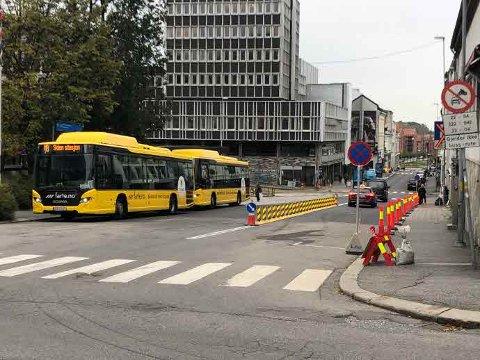 TOVEIS: Nå er den øvre delen av Torggata åpnet for toveis trafikk. Foto: Skien kommune