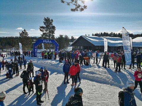 DRØMMEFORHOLD: Arrangører og deltakere kunne ikke bedt om en bedre ramme rundt årets Helterenn. (ALLE FOTO: AUD IRENE KITTILSEN)