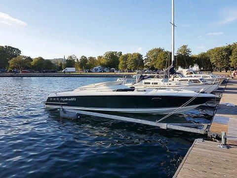 STJÅLET OG FUNNET: En familie i Porsgrunn ble nylig frastjålet denne båten. For noen dager siden ble den gjenfunnet i Sandefjord, etter tips til politiet.