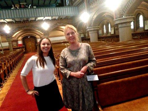 I KIRKEN: Karolina Wisniewska og Nina Kihle, i Skien kantori, håper Skien kirke vil bli godt besøkt under konsertene i november og desember.