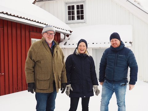 ESCAPEROOM: Hans Georg Andersen, Silje Honningdal og Terje Gundersen lager det nye escape-rommet på Venstøp.