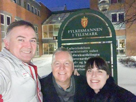 NYTT FYLKESHUS: Fremskrittspartiet ønsker å utrede Statens Hus som mulig nytt fylkeshus i Skien. Her med Harald Kinck, Knut Morten Johansen og Gry-Anette Rekanes Amundsen.