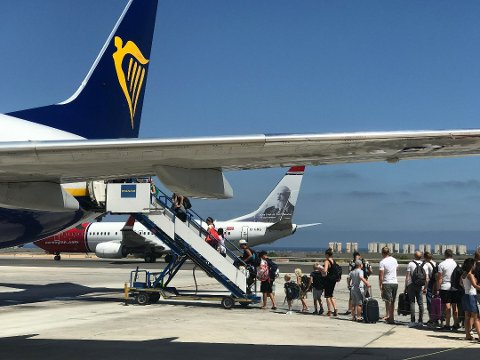 SLUTT: Ryanair vil i 2020 også legge ned flyruta mellom Torp og Gran Canaria, akkurat som Norwegian. Foto: Per Langevei