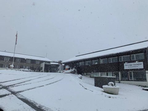 SNØ: Sesongens første snø har lagt seg på Gautefall, her fra skilodgen. Foto: Privat