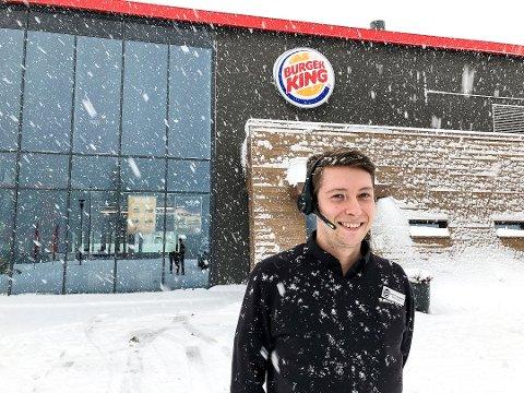 - PRØV DA VEL!: Tirsdag kveld lokker Steffen Andersen hos Burger King i Notodden med et plantebasert alternativ til den vanlige hamburgeren. Foto: Mari Nymoen