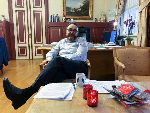 VIL RYDDE OPP: Rådmann Ole Magnus Stensrud har innkalt gruppelederne til et møte der han vil klargjøre skiller på offentlige og interne møter.