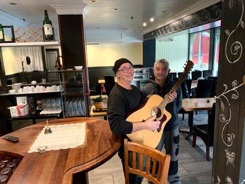 SATSER: Bård Kristiansen og Henning Kjørsvik gir nytt liv til lokalene der Silkeveien har trekt seg ut. 18. januar blir det åpning.