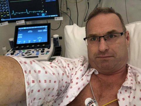 Det er ikke mer enn to måneder siden han startet som statssekretær i kommunaldepartementet. Onsdag ble Thorleif Fluer Vikre hasteinnlagt på sykehuset og operert for trange blodårer.