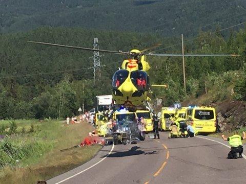ULYKKE: Både luftambulanse og et Sea King-helikopter ankom stedet. FOTO: Jens Hammer.