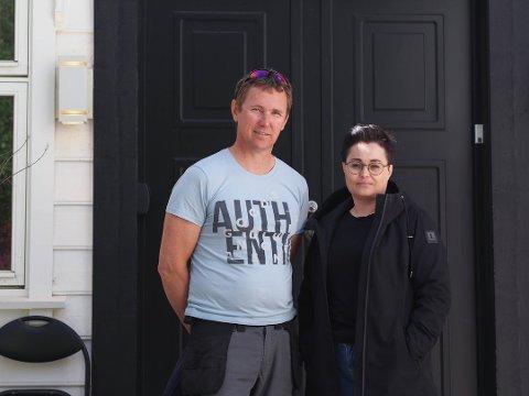 STORE SKADER: Ekteparet Tom og Rita Hellesund vet ikke om de får bygge nytt eller må selge huset sitt i Røyksund. Foto: Marte Sandvold Nygaard