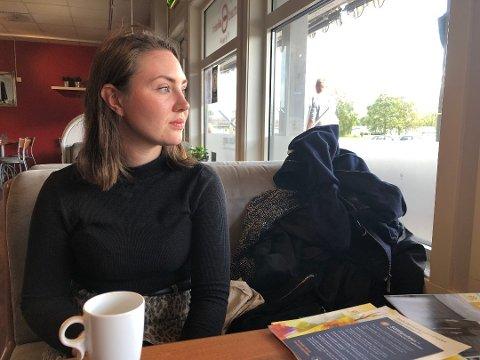 HJELPER: Mie Steine er leder i fylkeslaget for Landsforeningen uventet barnedød. Hun vil gi andre den samme hjelpa hun selv fikk da hun mistet datteren. Foto: Kristin Stavik Moshagen
