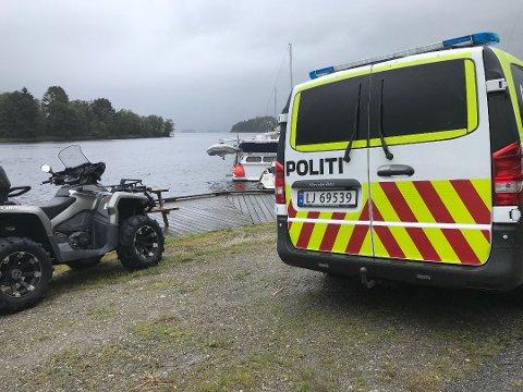 OMKOM: En person mistet tragisk livet natt til lørdag under en båttur på Norsjø natt til lørdag 11. august i fjor.