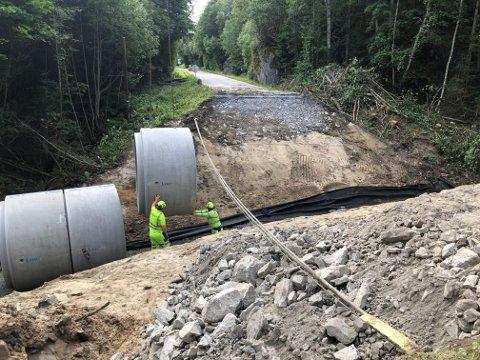 STENGT: Mange har fått en lang omvei på grunn av vegarbeidet ved Åby, der vegen har vært stengt i begge retninger.