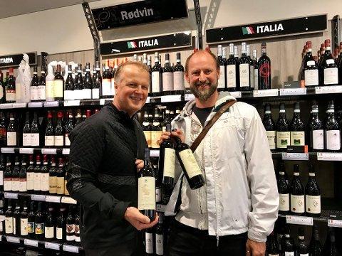 ETTERTRAKTET: Øystein Myhre (til venstre) og Øyvind Røed var på Italiensk vinslipp på polet torsdag, og sikret seg en kvoteregulert vin fra produsenten San Giusto a Rentennano. Foto: Per Langevei