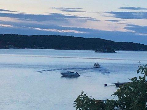 STANSET TYVERIFORSØK: Båteieren rakk å ta bilde av tyven som forsøkte å ta båten hans. Tyvens båt er den lengst unna kamera, mens den nærmest en båten som ble forsøkt stjålet. Foto: Tipser
