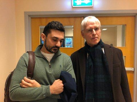I RETTEN: Aziz Chaer tilsto og sa at han angret veldig da han møtte i retten tirsdag. Her er han med sin forsvarer, advokat Johan Henrik Frøstrup.