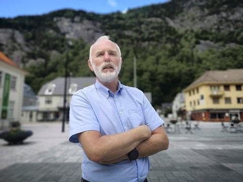 SPENT: Konstituert kommunedirektør i Tinn, Svein Aannestad, er spent på resultatene av koronatestene fra Tinn helsetun som ble sendt til Sykehuset i Telemark i Skien i dag formiddag.
