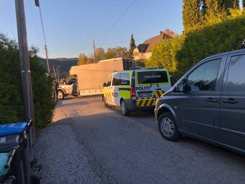 STORT FUNN AV VÅPEN: Politiet, Forsvaret og politiets bombegruppe har ransaket hjemmet til en våpensamler på Notodden de siste dagene.