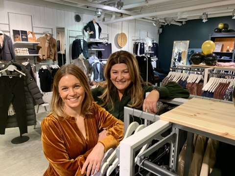 NYE KREFTER: Camilla Sehested er ny deleier i Rafinique. Marianne Vonstett som har drevet butikken i flere tiår gleder seg stort over å ha fått henne med på laget.