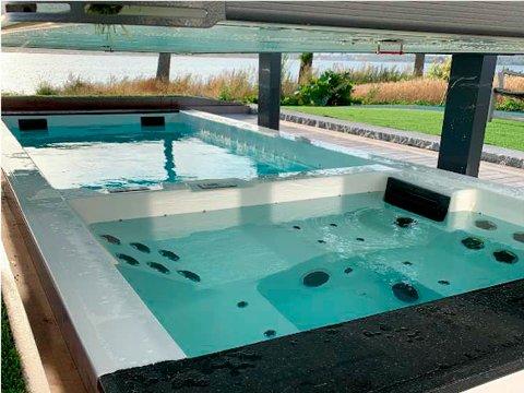 BAD: Slik ser badeanlegget ut når taket er hevet og anlegget klart til bruk.