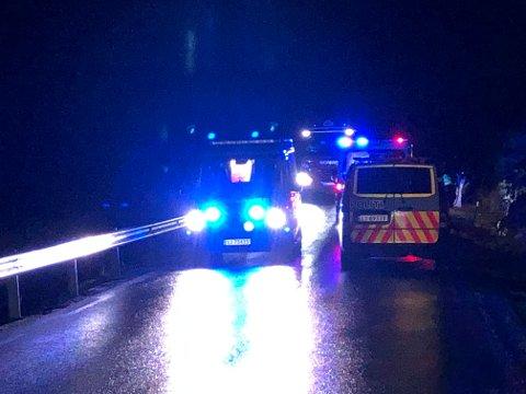 ULYKKE: En bil med fire personer har kjørt av veien lørdag morgen.