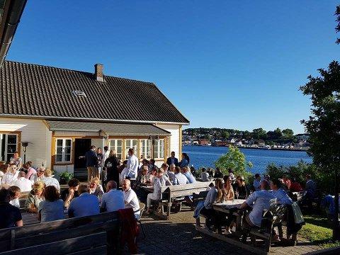 AKSJON: A-krimsenteret aksjonerte mot Langøya hovedgård lørdag.