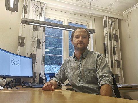 TEST DEG: Kommuneoverlege Sjur W. Ohren oppfordrer innbyggerne til å ta koronatesten, selv ved milde symptomer.