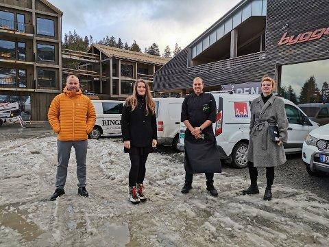 MATOPPLEVELSE: Disse har samarbeidet om å få mesterkokk Hellstrøm til Gausta. F. v.: Håvard Kleven, Kristine Bols, Torbjørn Vågsland og Mathilde Stølan.