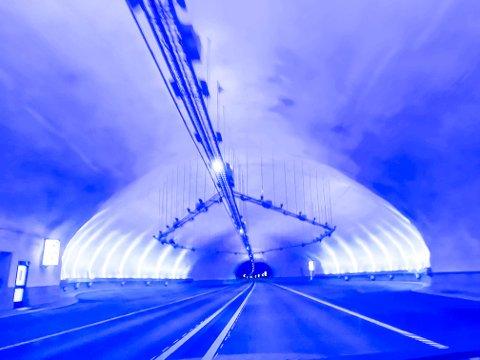 STENGES: Søndag kveld stenges Mælefjelltunellen.