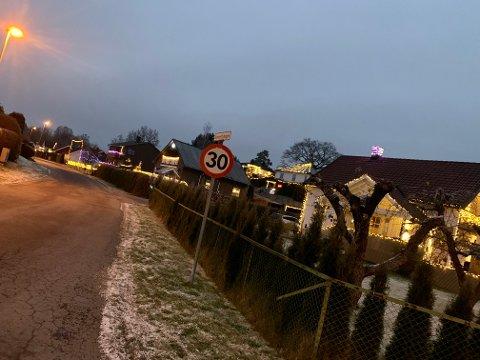 JULEKONKURRANSE: Naboene på Sommerfryd ønsker å skape litt lys og glede i den mørke hverdagen og har laget en intern julekonkurranse.