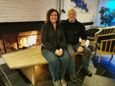 HJEMME: Det danske ekteparet Susanne og Martin Kissow har funnet hjemmet sitt på fjellet i Tinn.