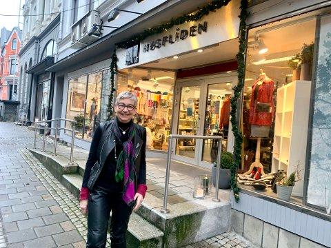 Kjersti Lyngestad har drevet Norsk Flid Husfliden siden 1988. Tirsdag markerer de at forretningen er 90 år.